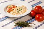 Fettuccine com Crocante Margherita e molho Quatro Queijos